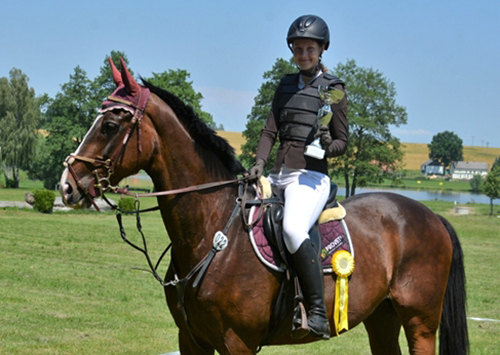 studentka na koni